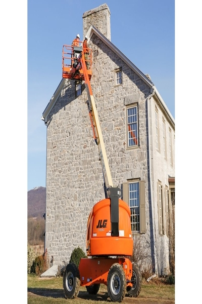 JLG 460Sj telescopic boom lift available on rent